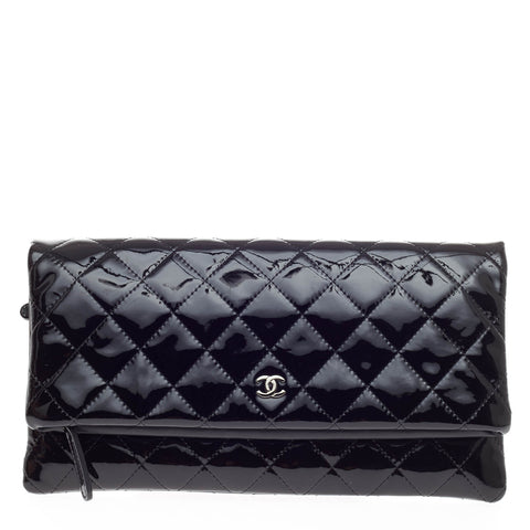528084369e27 Buy Chanel Beauty CC Clutch Quilted Patent Black 358401 – Rebag
