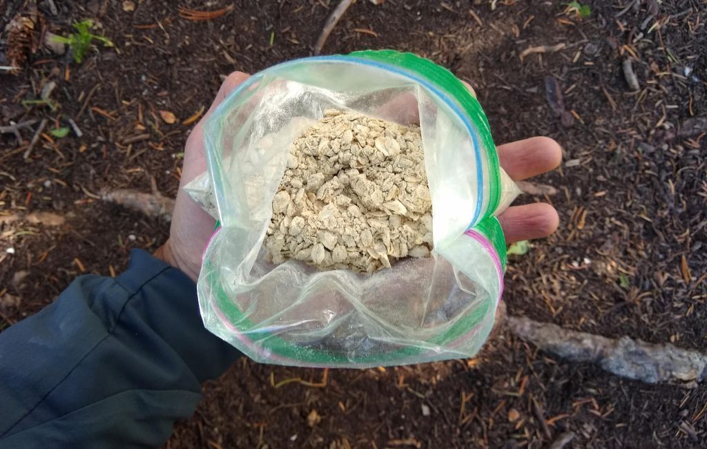 stoveless backpacking food in a ziplock bag