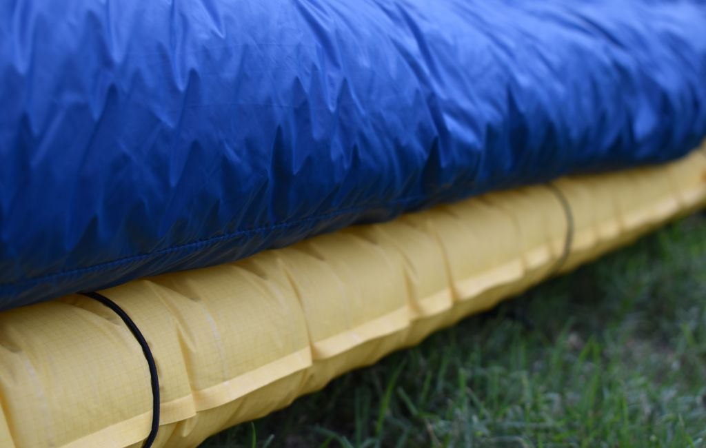 sleeping pad straps on backpacking quilt