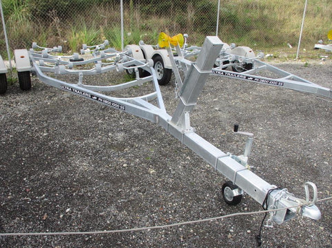 Boats 18 - 20ft / 5.5 - 6.1m : Premium Single Axle Boat Trailer, Model 610
