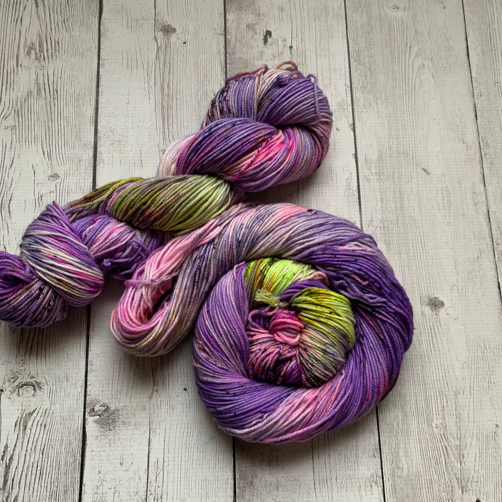 DK - GYPSYS, TRAMPS & THIEVES Speckled Hand Paint - 274 yds RTS (021820)