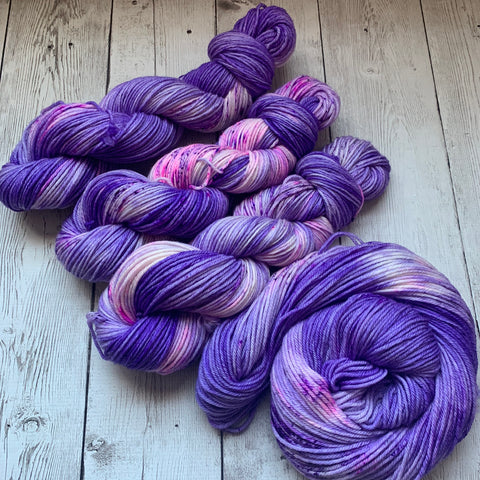 Twilight Snowfall™ Kettle dyed Speckled WORSTED - 218 yds (225)