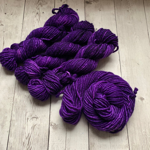 SUPER BULKY - (CONCORD GRAPE) - 100 grams 76 yds RTS (012420)
