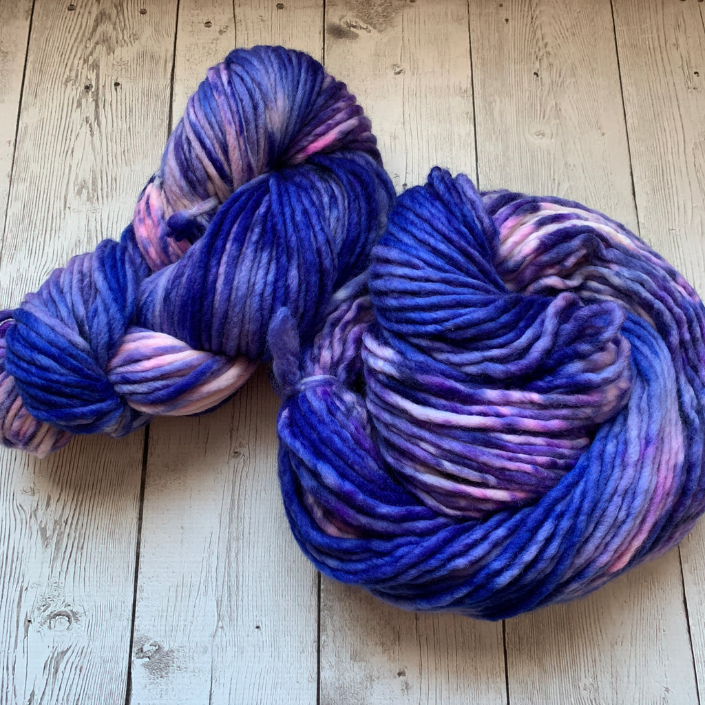 SUPER BULKY - LOTSA™ -BLUE JEANS & BUBBLEGUM - 200 grams 140 yds