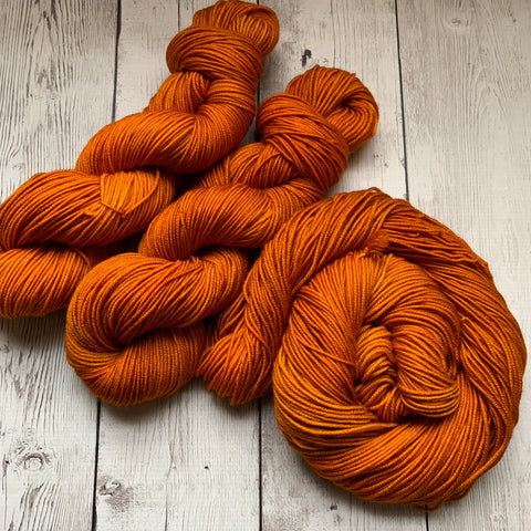Doctor Who goes to Westeros™ (GOLDEN CROWN) Semi-Solid Kettle Dyed DK - 274 yds 3.5 oz RTS (328)