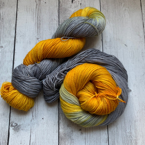 SILVER & GOLD™ Speckled Fing/Sock Hand Paint - 438 yds RTS (1211)