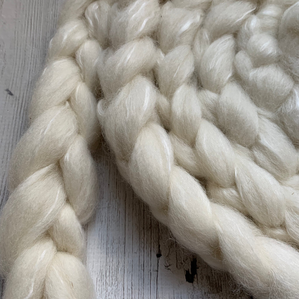 FARM ROVING - Baby Alpaca / Merino / Silk - Roving (Baby Grade Alpaca) from THOR - White