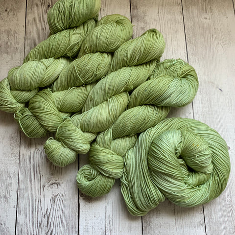CELERY -  Semi-Solid Kettle Dyed Fing/ Sock weight - 463 yds 3.5 oz or 20 gr minis RTS (717)