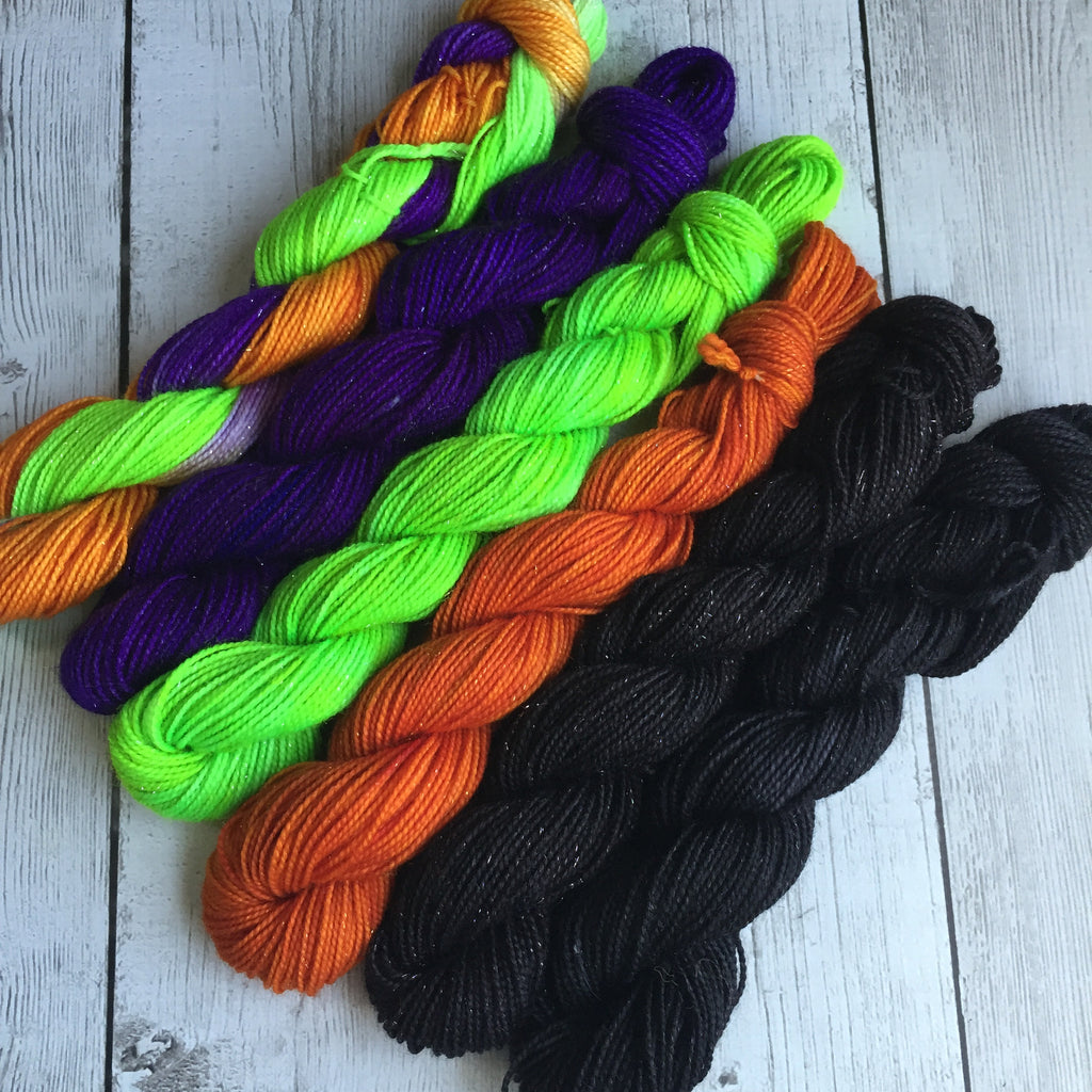 Minis HALLOWEEN Fing/ Sock Hand Painted 516 yds 120 grams