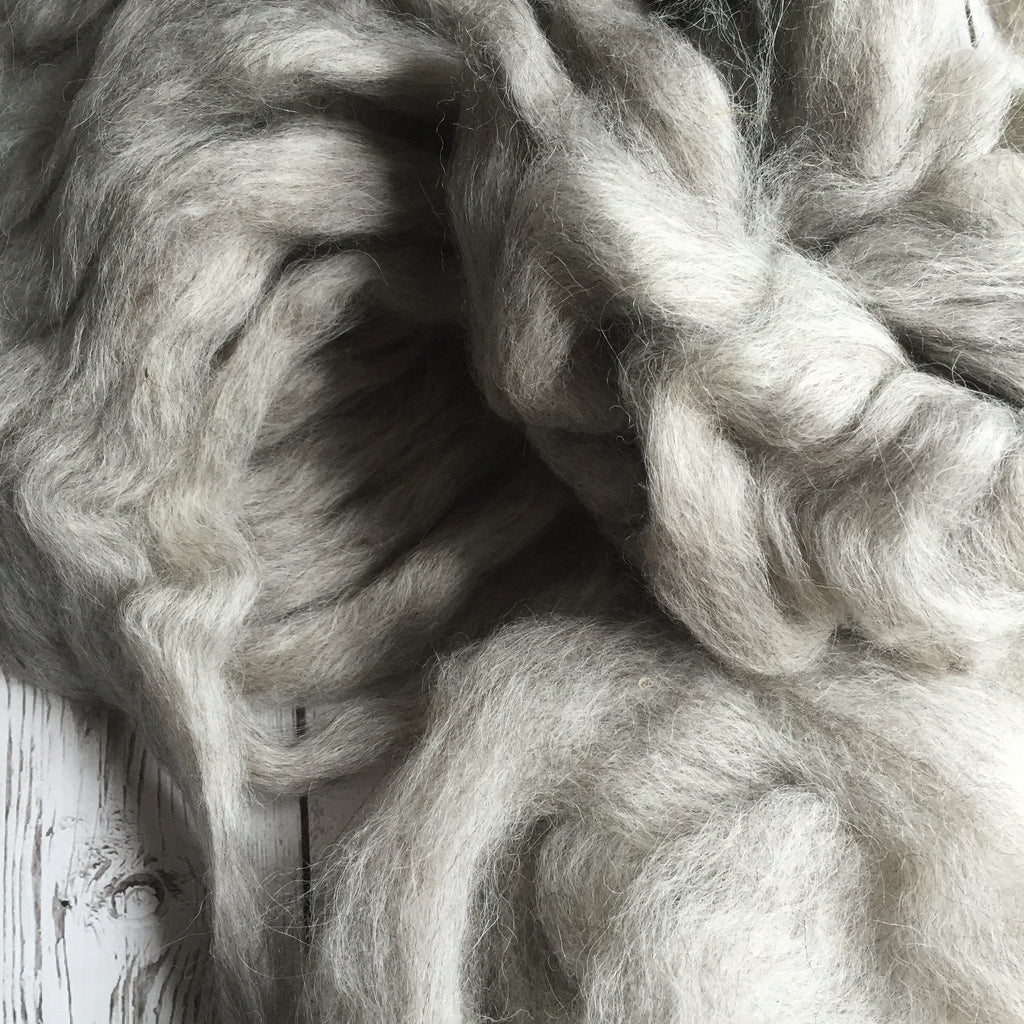 100% Icelandic Lamb Pin-Drafted Roving - Silver Grey  - 1 oz