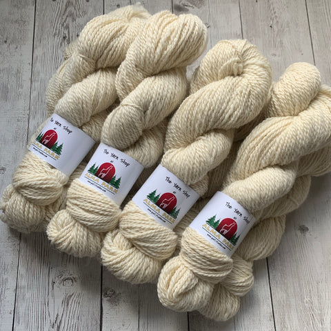 "Worsted - Alma Park Exclusive Farm Yarn -  Alpaca/Merino  200 yds - white -""Ant'ny"""