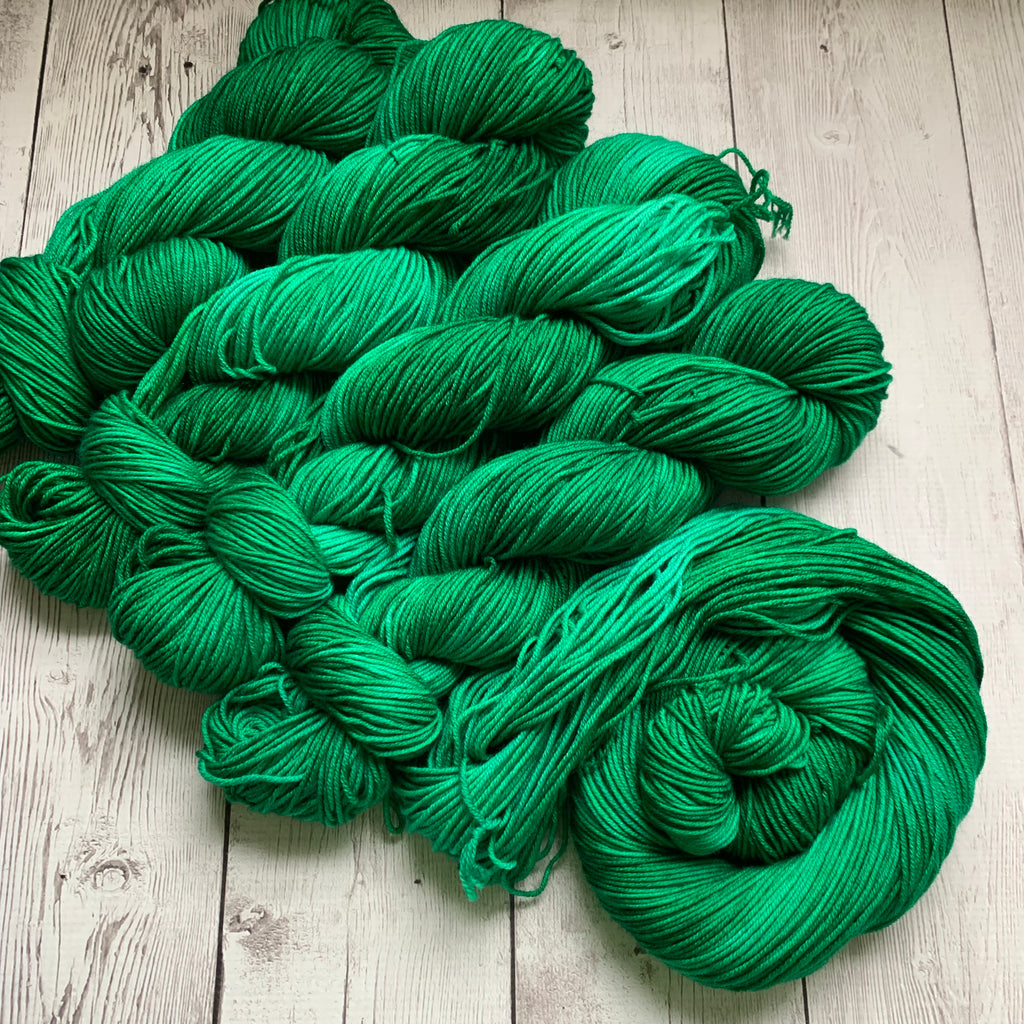 HOLLY JOLLY GREEN™ -  Semi-Solid Kettle Dyed DK - 274 yds 3.5 oz RTS (923)