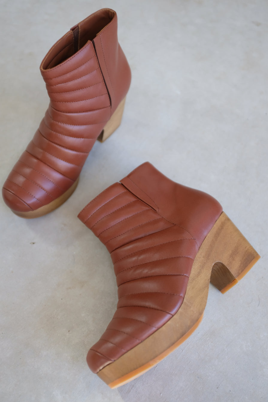 Beklina Ribbed Boot Clog Wet Clay