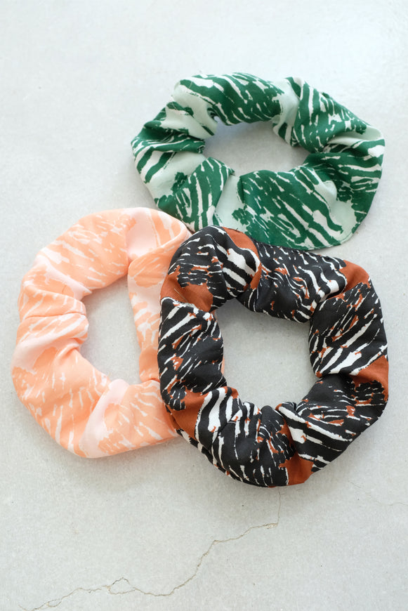 Beklina Scrunchies French Ribbon Print