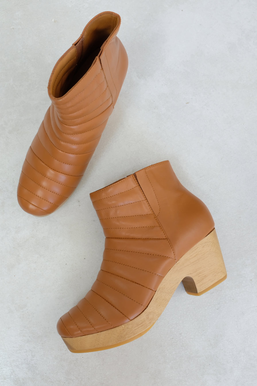 Beklina Ribbed Boot Clog Dry Clay