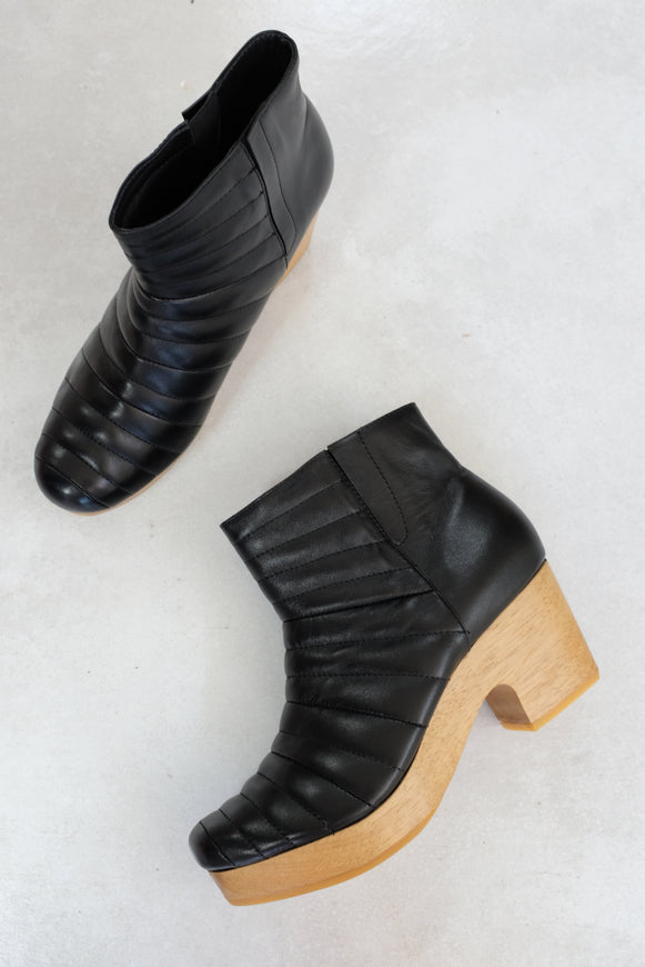 Beklina Ribbed Boot Clog Black