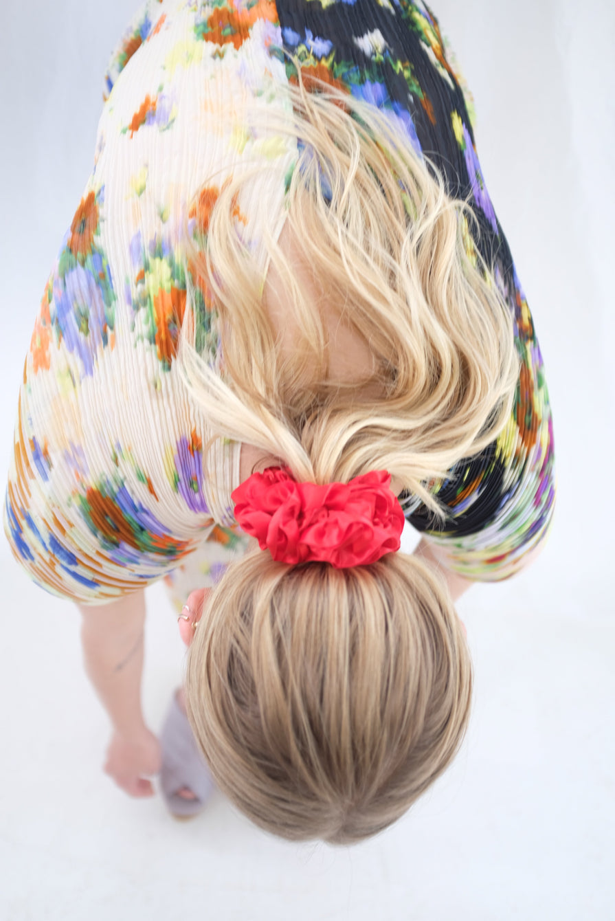 MNZ Carnation Scrunchie