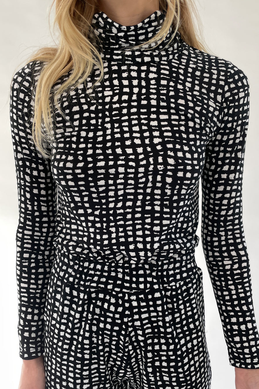 Beklina Turtleneck Grid Print