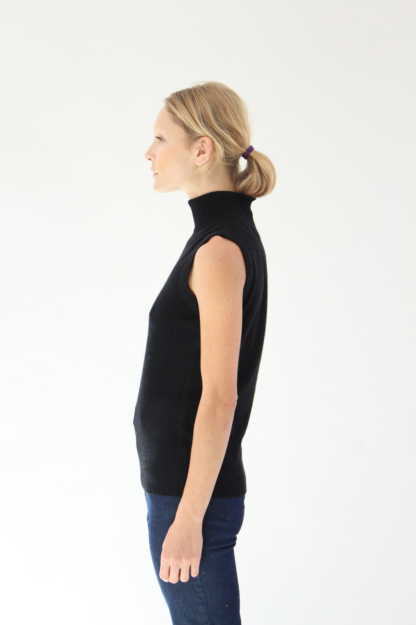 Beklina Cashmere Sleeveless Turtleneck Black