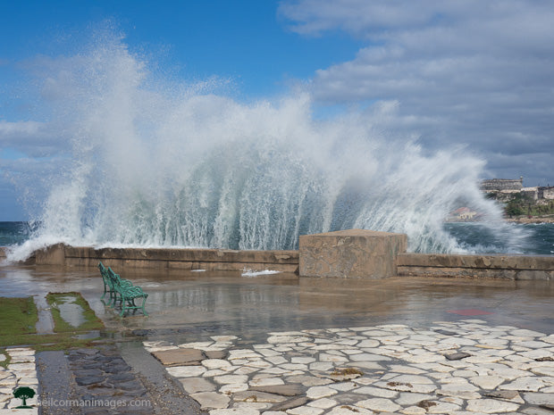 Waves along the Malecon