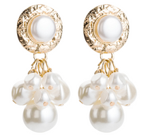 Load image into Gallery viewer, Clustered Pearl Earrings