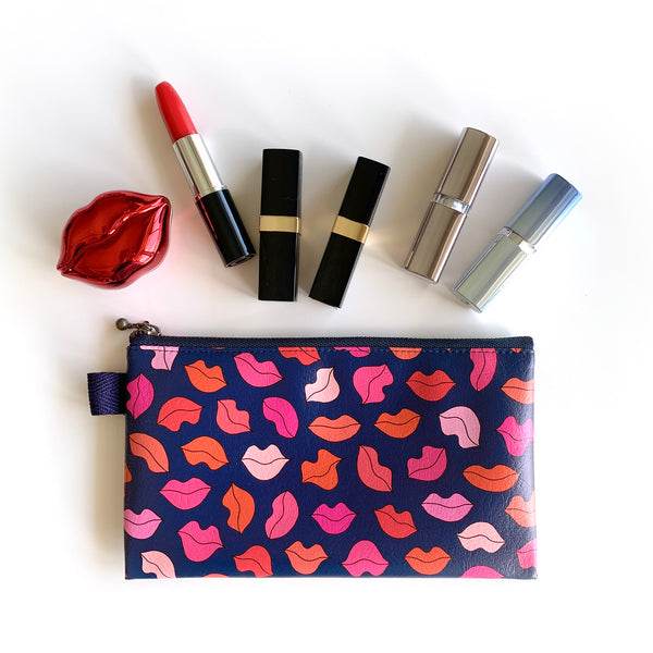"Flat Pouch ""Fascinated Lips"" _ Midnight Blue"