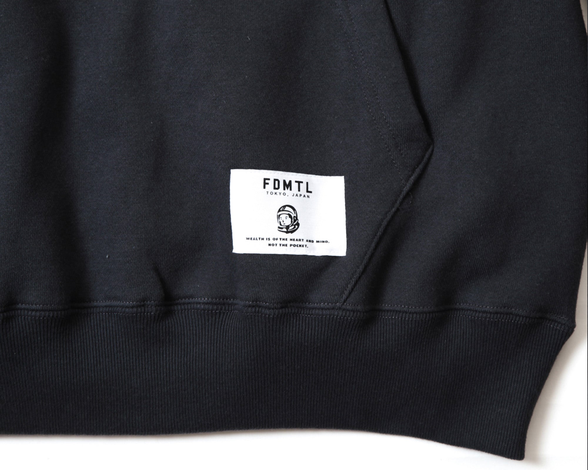 EMBROIDERED POPOVER HOOD - BLACK