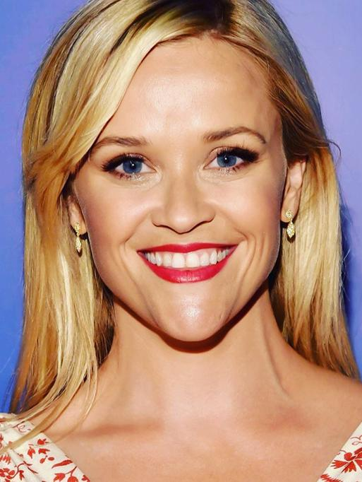 Reese Witherspoon wearing the Petite Diamond Acorn Earrings