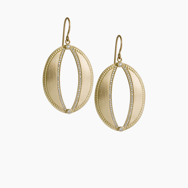 OVAL CUTOUT EARRING