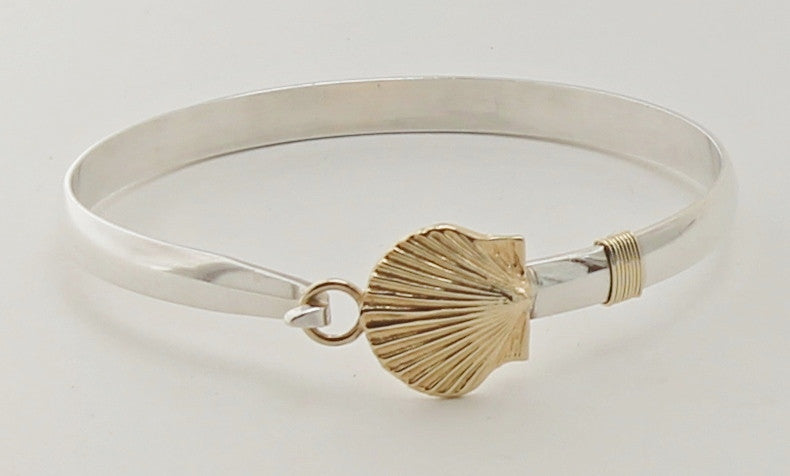 Scallop hook bracelet