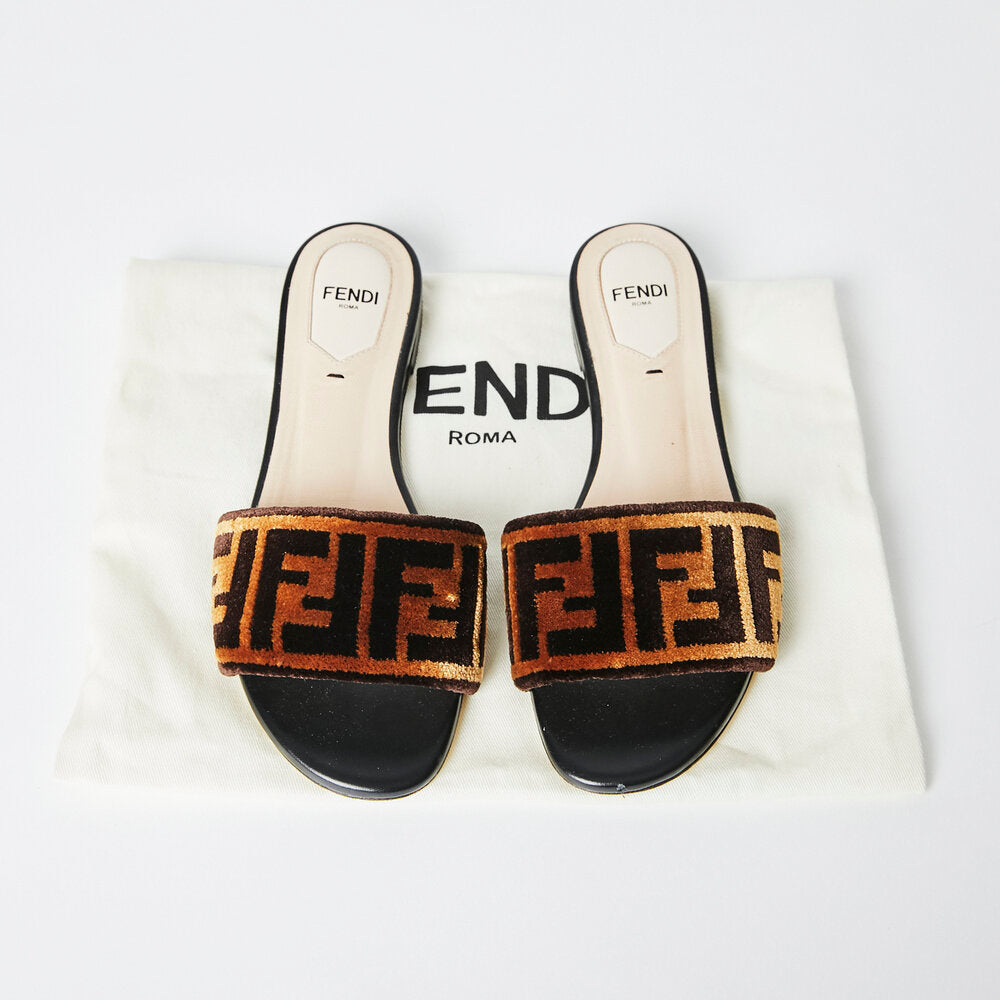 Load image into Gallery viewer, FENDI FF Slides Sz 36.5