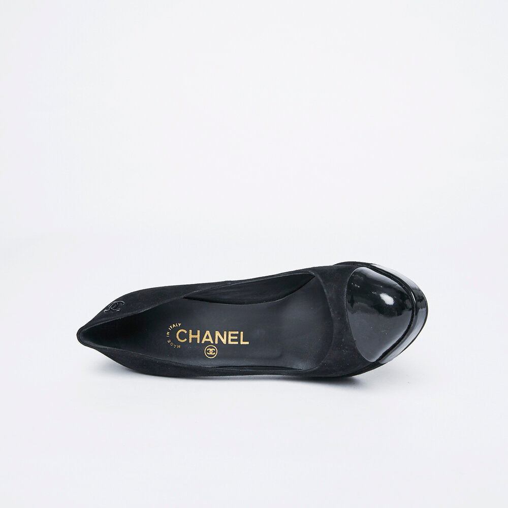 CHANEL suede and patent toe pump 38