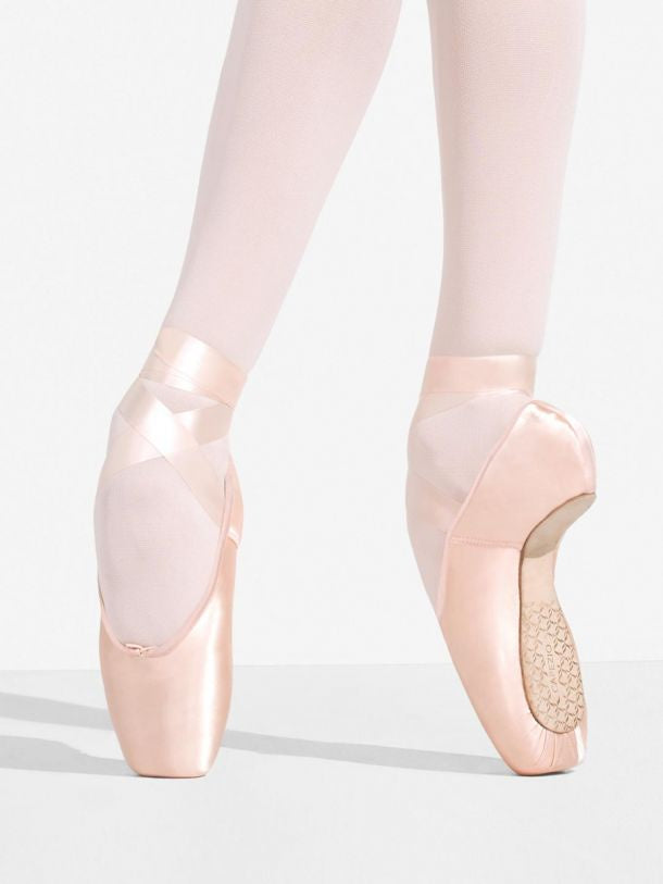 Load image into Gallery viewer, Capezio Developpe 3 Shank Pointe Shoe