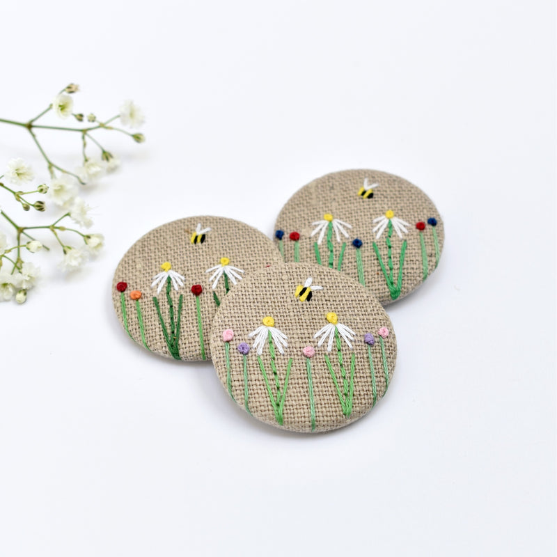 Flower badge, embroidered badge with daisies, flowers and bee handmade by Stitch Galore
