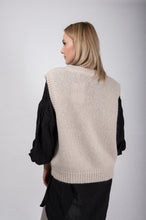 Laden Sie das Bild in den Galerie-Viewer, Co´Couture Pullunder beige