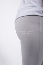 Laden Sie das Bild in den Galerie-Viewer, Elias Rumelis Leggins silver grey