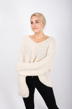 Laden Sie das Bild in den Galerie-Viewer, SET Pulli offwhite