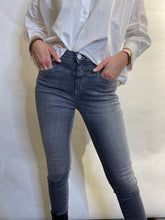 Charger l'image dans la galerie, Closed Jeans Skinny Pusher mid grey