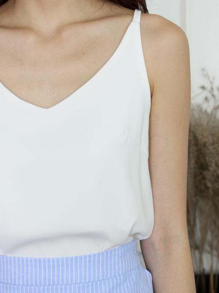 Nate V-neck Basic Top in White