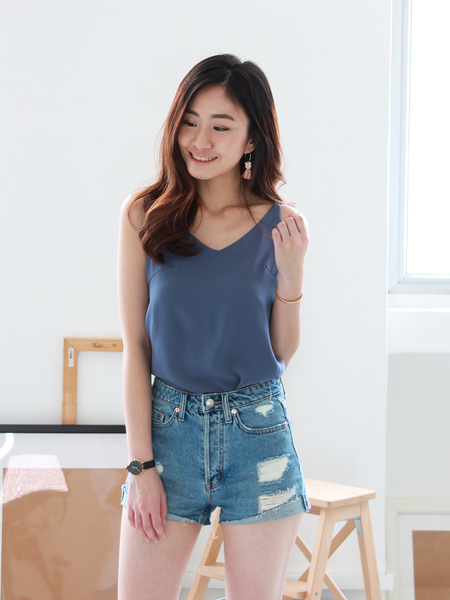 Nate V-neck Basic Top in Dusty Blue
