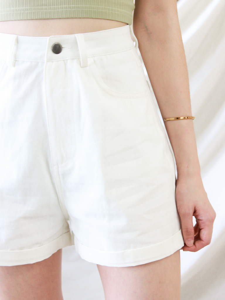 Theodore Cuffed Shorts in White