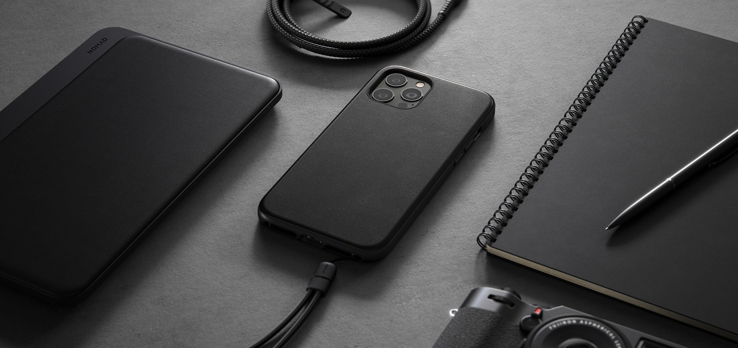 https://cdn.shopify.com/s/files/1/0384/6721/files/iPhone_12_Series_-_Rugged_Case_-_Lifestyle_05_-_Black_Leather_-_DESKTOP_eb658497-b811-4e32-9d73-c4a05f1e8269.jpg?v=1602795157
