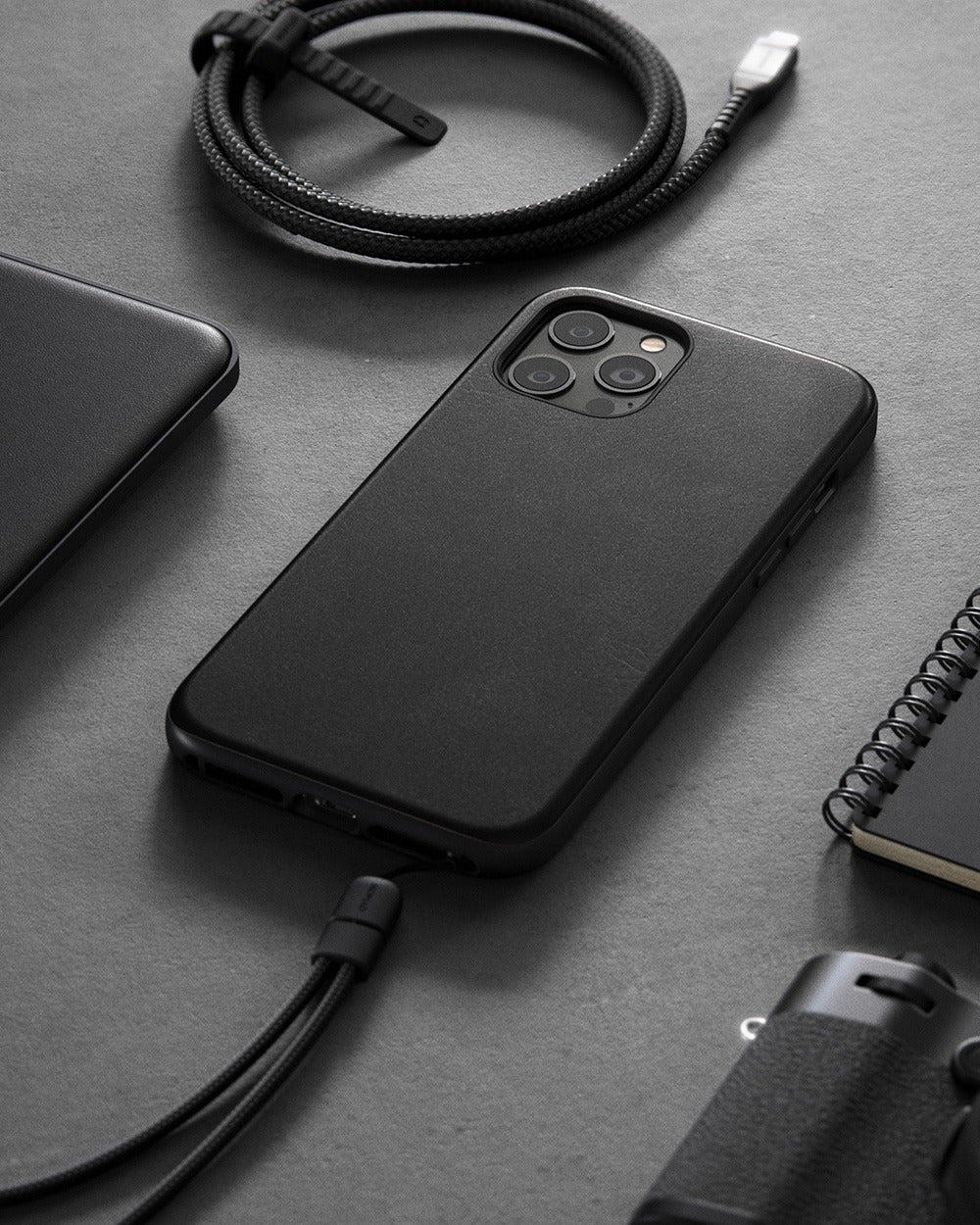 https://cdn.shopify.com/s/files/1/0384/6721/files/iPhone_12_Series_-_Rugged_Case_-_Lifestyle_05_-_Black_Leather_-_MOBILE_7f66c053-031c-4ba1-a794-9c627d42803f.jpg?v=1602795151