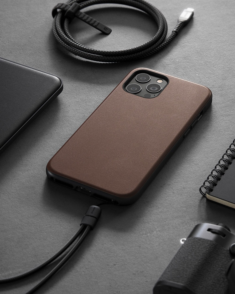 https://cdn.shopify.com/s/files/1/0384/6721/files/iPhone_12_Series_-_Rugged_Case_-_Lifestyle_05_-_Rustic_Brown_Leather_-_MOBILE.jpg?v=1602795150