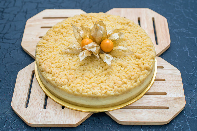Almond Crumble Vanilla Cheesecake Pie