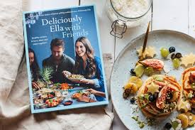 Deliciously Ella With Friends (Hardcover)