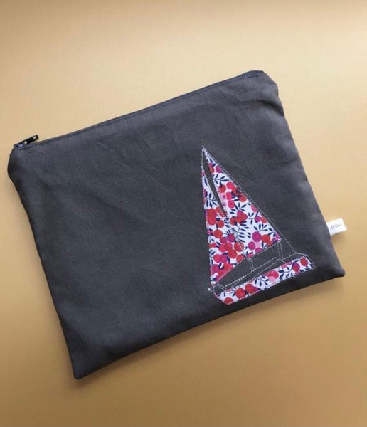 Sailing boat pouch