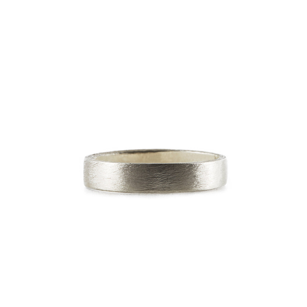 BRUSHED <p>white gold wedding band</p>
