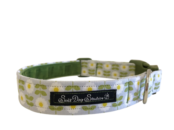 Retro Green Daisy Dog Collar ©