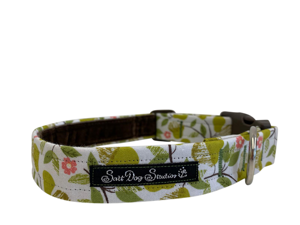 Perfect Pears Dog Collar ©